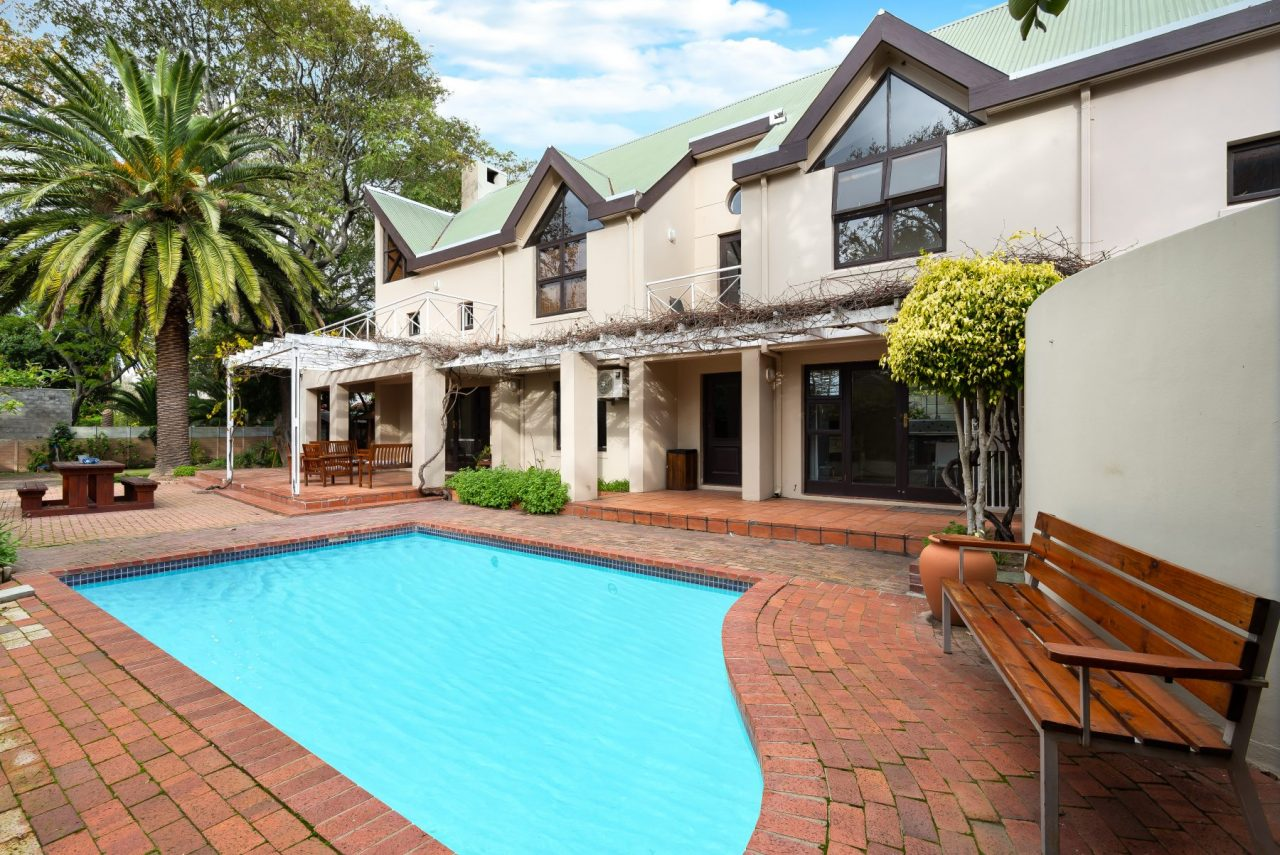 Tharagay House with pool and outside recreation area in Cape Town